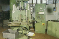 1985: Particolare del reparto molatura